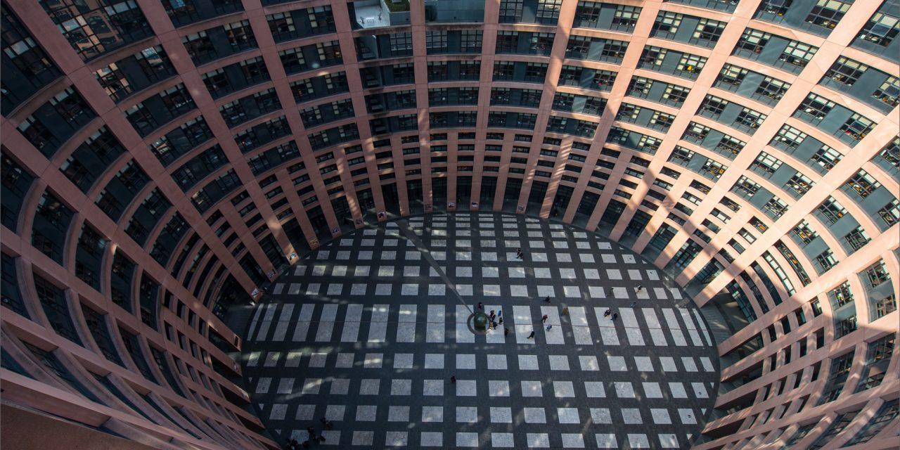 Implant files : des lacunes dénoncées de longue date au Parlement européen